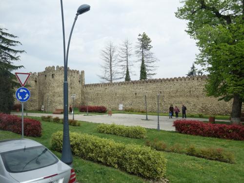 ぐるっと、城壁が取り巻いています。