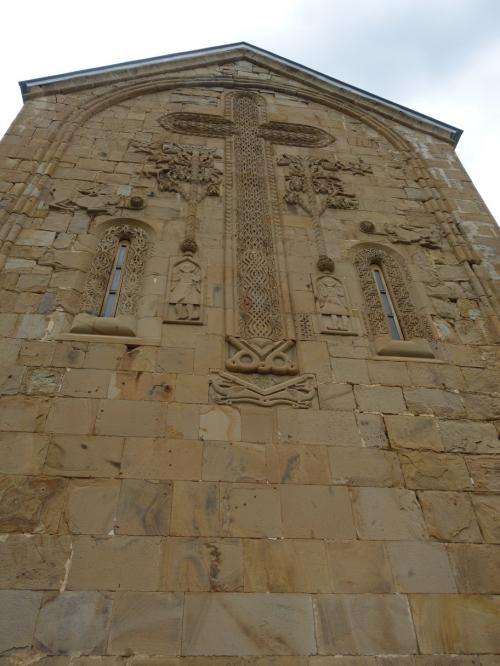 17世紀に建てられた教会で、外壁のレリーフがとても繊細で面白い。
