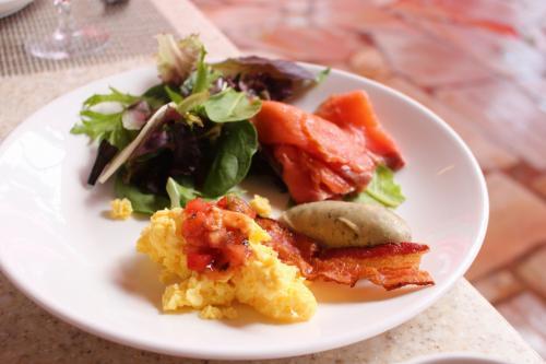 最初のお皿はこんな感じ。<br />サーモン、最高に美味しいです!