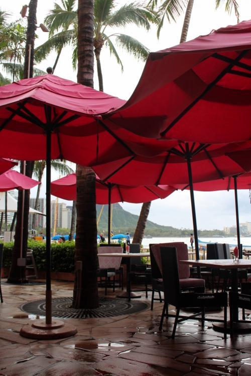サーフラナイにこだわる理由<br />それは初ハワイでロイヤルハワイアンに泊まった時に<br />こちらで毎朝頂いた朝食が夢のように美味しくて<br />その感動が忘れられなかったからなのですが<br />正直、復活したビュッフェスタイルは当時と比べるとレベルが…。<br /><br />思い出は美しい…。
