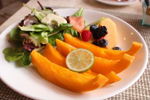 フルーツと生野菜は<br />美味しかったし美しかった!<br /><br />パパイヤー!