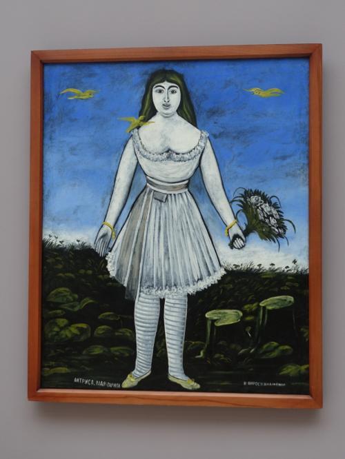 ピロスマニが愛した、フランスの女優、マルガリータ。<br /><br />愛の証に、彼女が泊まるホテルの前に「百万本のバラ」を置いたという伝説が、歌にもなっています。<br /><br />ピロスマニにとって神聖な色である、白一色で描かれたマルガリータの肖像は、すごい迫力です。