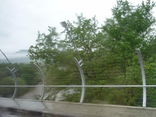 国境の川。