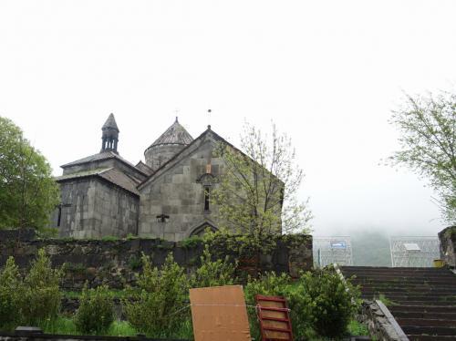 2時間近くかけてハフパト修道院へ。<br /><br />976年に創建され、13世紀にかけて建てられた修道院です。