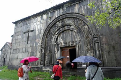 雨のハフパト修道院。<br /><br />聖ヌシャン聖堂に続く、ガヴィット。