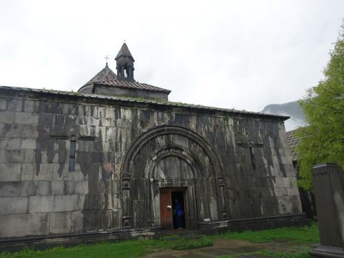 聖ヌシャン聖堂のガヴィット前から、聖堂方向をみたところ。