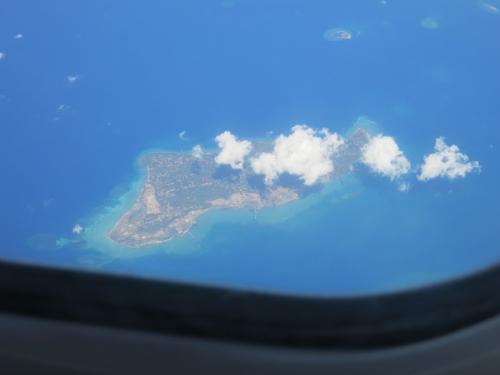 途中どこかの島をパチリ。<br />インドネシアには千の島があるとかないとか。