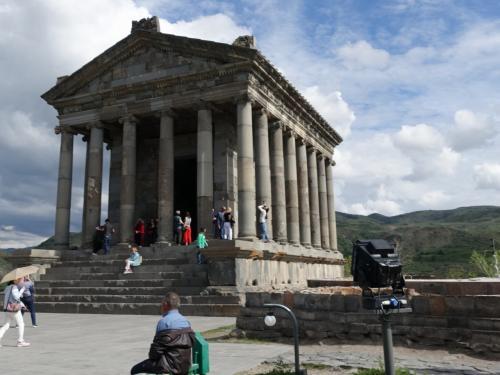 小型のパルテノン神殿、と言う感じですね。