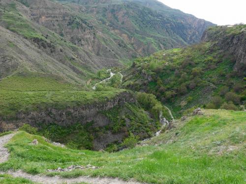 アザト川の渓谷。