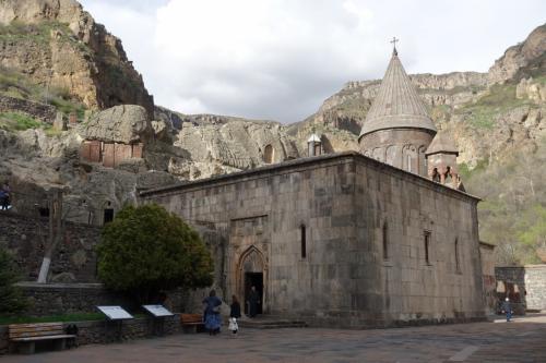 修道院への入口が見えてきました。