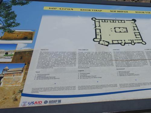 ホルヴィラップ修道院の説明板。