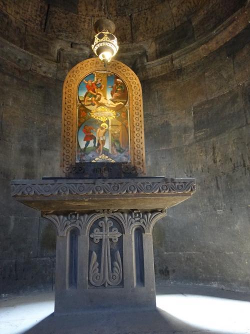 祭壇のアップ。