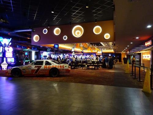 6月12日(月)。<br />昨日はラスベガスのホテルに泊まりました。<br />朝早い飛行機なので4時にホテルを出ますが、カジノは夜通し営業しているようです。