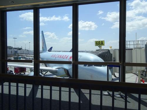 ユナイテッドかと思いきや、エアーカナダでの運行です。