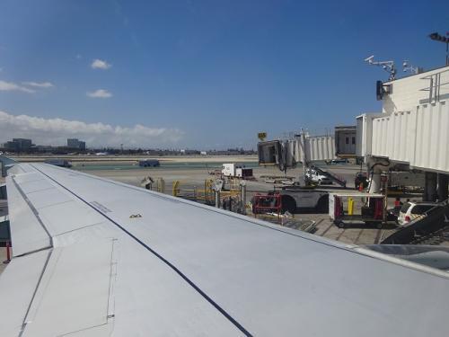 座席を選んだつもりでしたが、翼の上です。