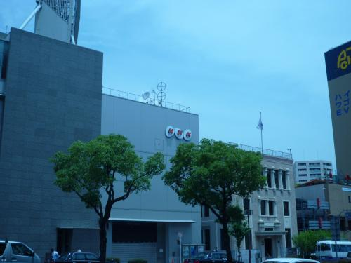 店の北側には、NHK神戸局とその隣は<br />「駐神戸大韓民国総領事館」が有ります。
