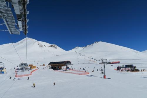 グダウリでの楽しいスキーからトビリシへ戻ります。 その途中にムツヘタがありますので寄ってみる事にします。