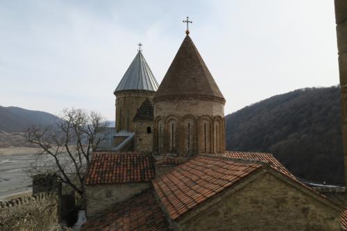 物見塔から教会を見ると2つあります。手前は開放されていませんでした。さぁ、ムツヘタへ行きましょう。