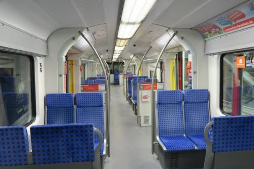 空港から市内(カールスプラッツ)へはDB(ドイツ鉄道)でアクセスします。路線は2つありS1とS8があり、今回はS1を利用し、約44分。