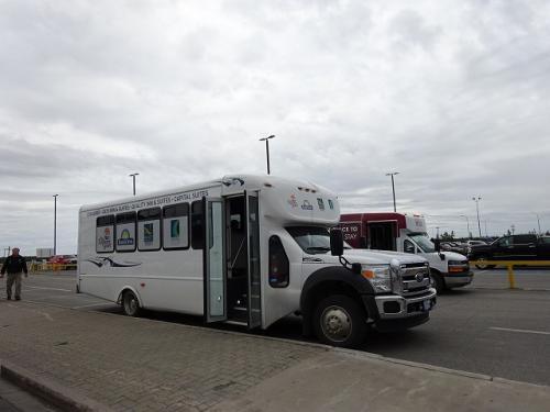 イエローナイフの空港からは無料のホテル巡回バスがあります。