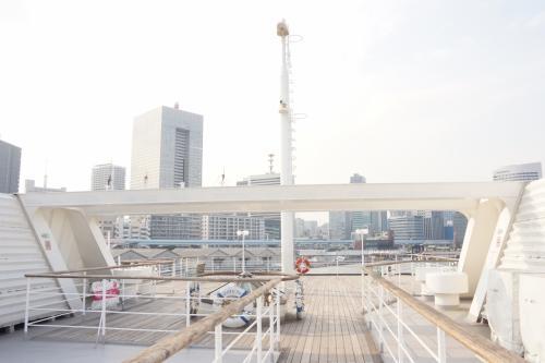 景色だけが目的で来たため、船内をウロウロすることも無く、すぐに5階のデッキへ♪<br />船尾側はこんな感じ(*^^*)