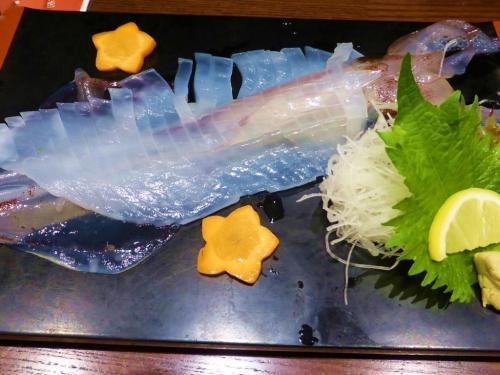 翌18日は 海鮮料理が食べたい希望でしたので<br />ランチは「ささいずみ」へ。。。<br /><br />活イカ刺身。。。いつ食べても超美味しい!イカ刺し