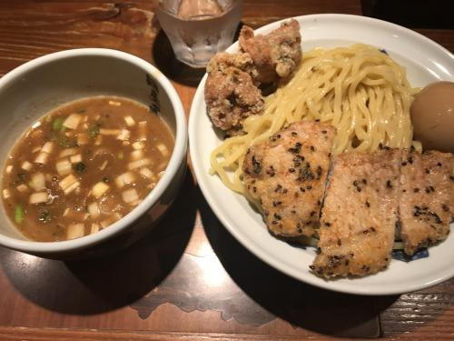二種類のお肉の天ぷらが乗っています。美味しかったです。1,100円。