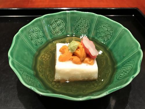 まずはウニののった豆腐。早速、いい味だしています。