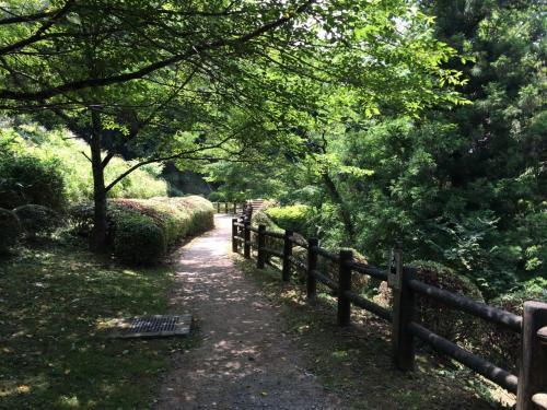 20分ほど歩いて石見銀山公園から続く遊歩道に合流。では、石見銀山のメーンともいえる龍源寺間歩を目指しましょう
