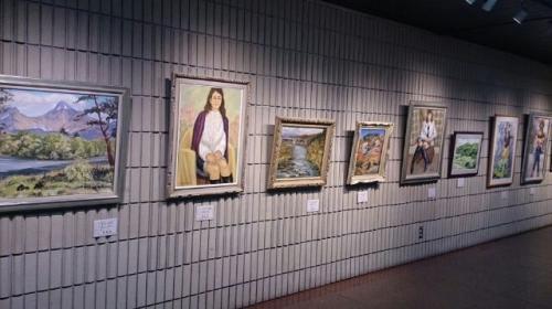 郡山市民文化センターの通路には<br />市民画廊があります