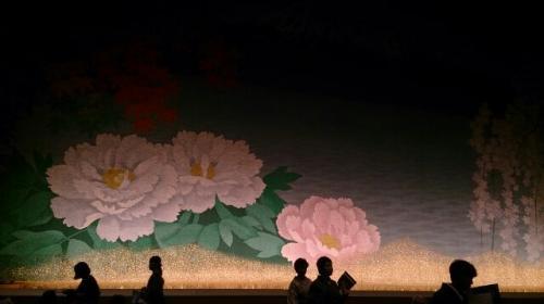 緞帳は会津磐梯山<br />紅葉<br />三春の滝桜<br />須賀川に牡丹