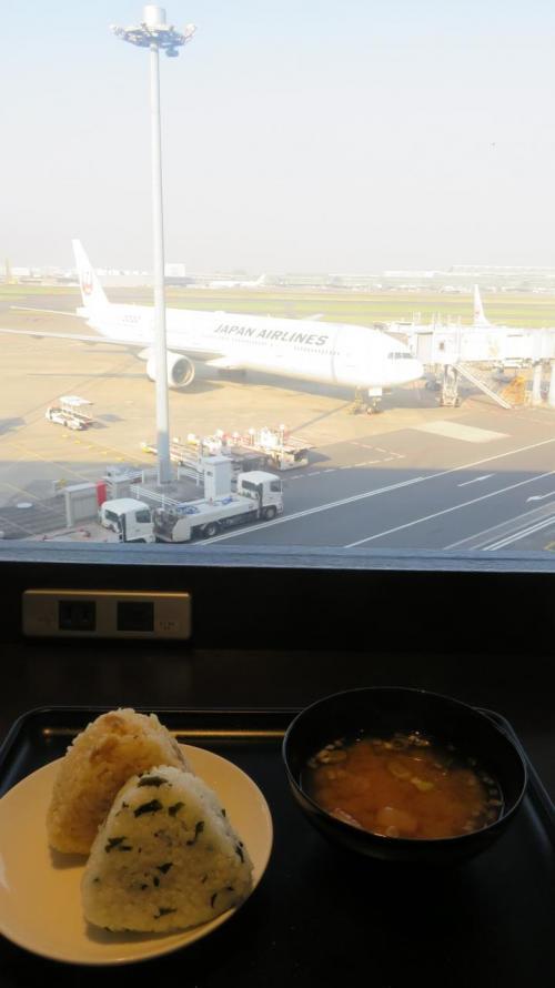 飛行機見ながらの朝飯はいいですねぇ