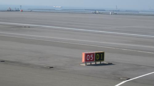 05から離陸します。<br />西行きはほぼこちらからですね