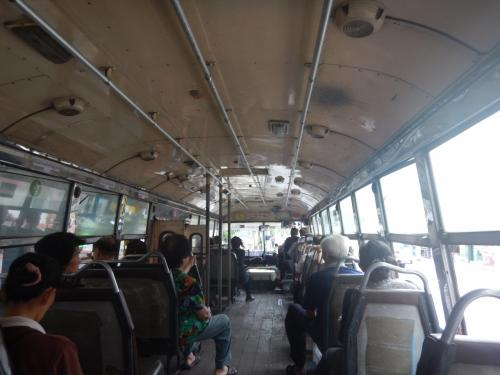 バスでサトーン(サパーンタクシン)へ移動。