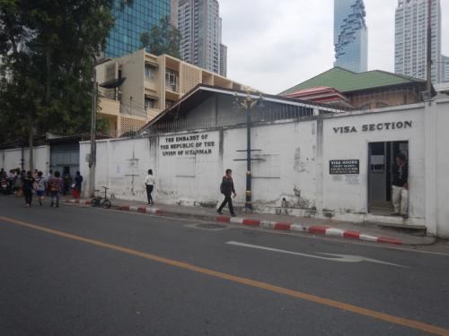 ミャンマー大使館のビザセクション。今回は通り過ぎただけだ。ここで何度もビザの申請をした。