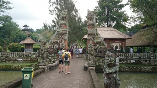3日目の予定は、過去3度のバリ島訪問で行けなかった所と又行きたい所をリクエストしていました。 <br />先ずは、タマアユン寺院です。水路に囲まれた静寂の中にある寺院。