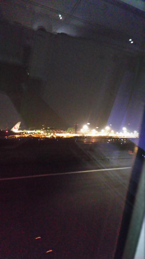 シドニー到着時間の調整の都合で定刻より出発は遅れる
