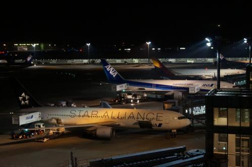 夜の空港も綺麗です。