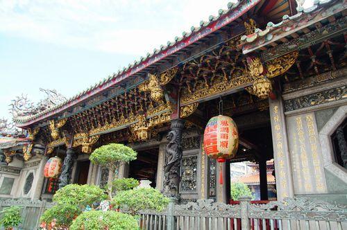 ホテルからタクシーで龍山寺へ。<br /><br />1日目、ツアーの観光で龍山寺は行ったのですが<br /><br />もっとちゃんと真剣にお参りしたい、御守りも買いたい!<br /><br />と再び訪問(笑)<br />