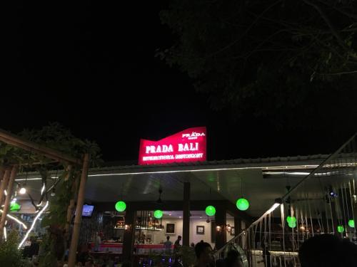 夕食は「PRADA・BALI」でいただきました。