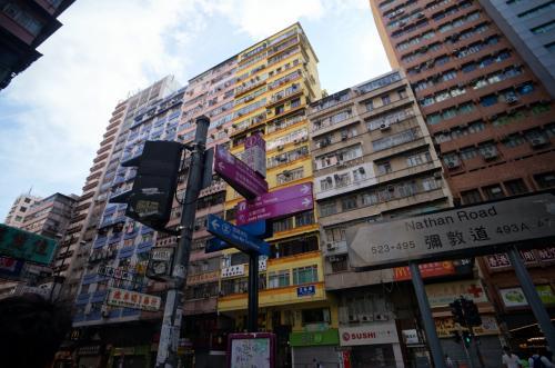 香港ぽい写真を。<br />これからMTRで香港島へ向かいます。