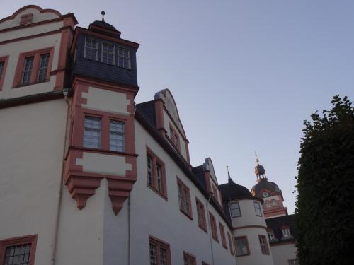 古城というより修道院っぽい感じでした。
