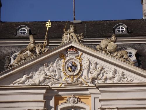 18世紀に建てられ、1994年まで迎賓館として使われていたというだけあって立派で、内部も大理石だらけで豪華でした。<br />ピンクや緑など、大理石の色別にお部屋がありました。<br />内部は写真撮影禁止なのが残念です。