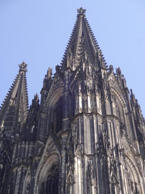 食後、ケルン大聖堂へ。大きすぎて、高すぎて、全部は入りません。