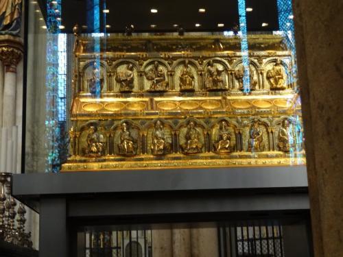 東方三博士の聖遺物が収められているという入れ物。これを見るためにいらっしゃるキリスト教徒の方も多いそうです。