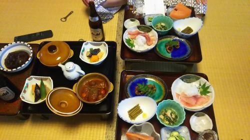名物の鯉料理、山菜などなど、どれもおいしい!なんといっても お米のおいしさに感動!