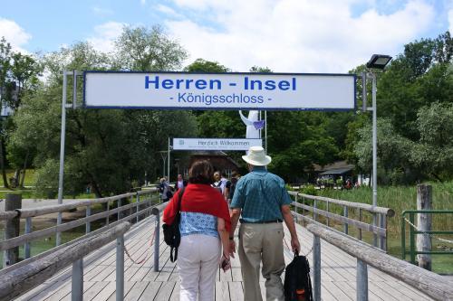 ルードヴィヒ二世建てた最後の城があるヘレンインゼル島を経て