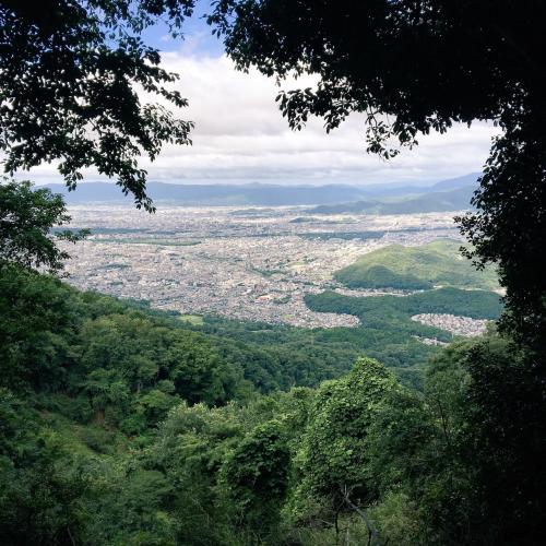 京都一周トレイルのコースは京都の街を囲っている山をぐるっと周るので、少しずつ角度を変えて見下ろせるのが面白い。