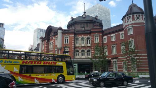 次はTVで紹介されていた、お土産を買いに東京駅へ。<br />構内の丸の内側のグランスタで直ぐ見つかったので、駅の外のKITTEへ。