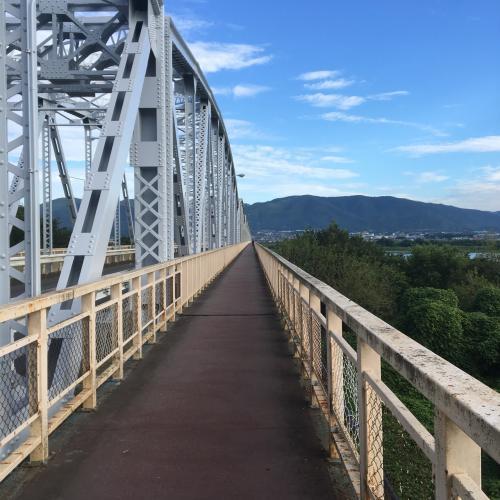 せっかくなので近辺を朝ラン。立派な橋。